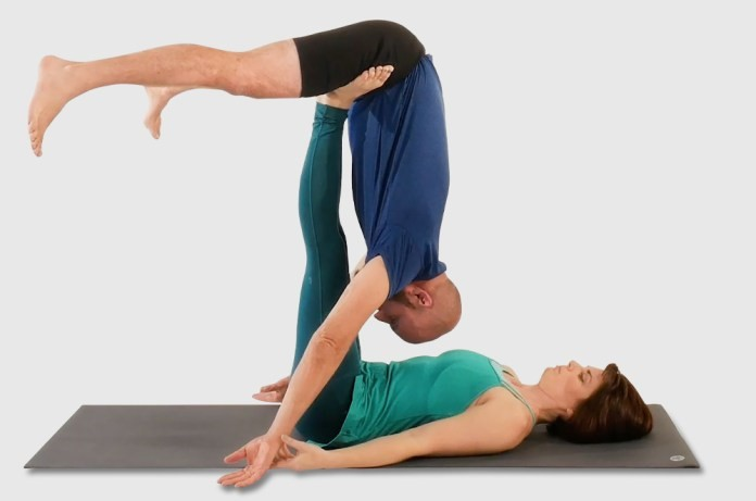 5 Easy Acro Yoga Poses and Tips for Beginners [2021]