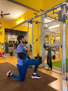 Half kneeling single arm cable lat pull down